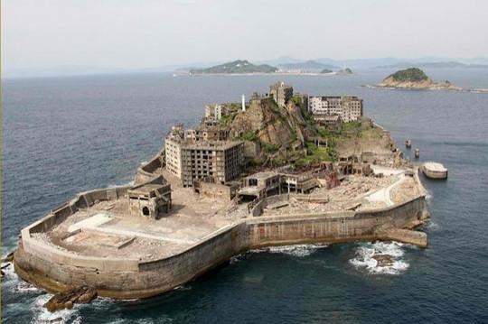 I likes me a derelict island, I do.