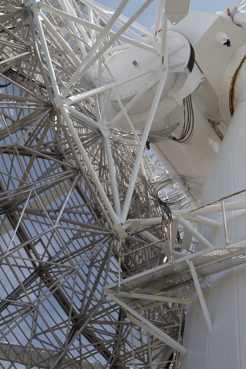 Canadian radio telescopes are PUNY AND INSIGNIFICANT compared with the mighty Jodrell Bank.